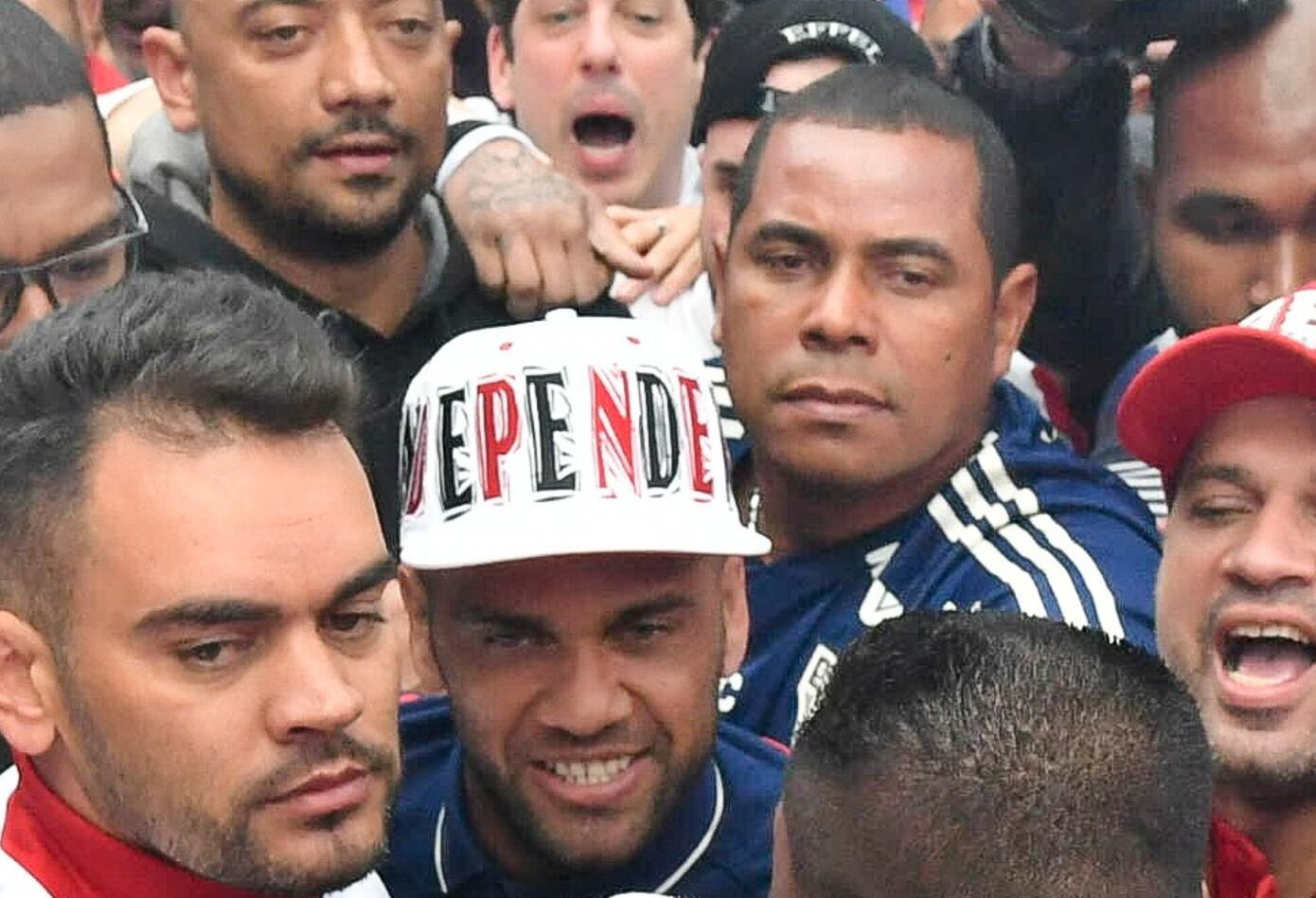 Llegada Dani Alves- Sao Paulo