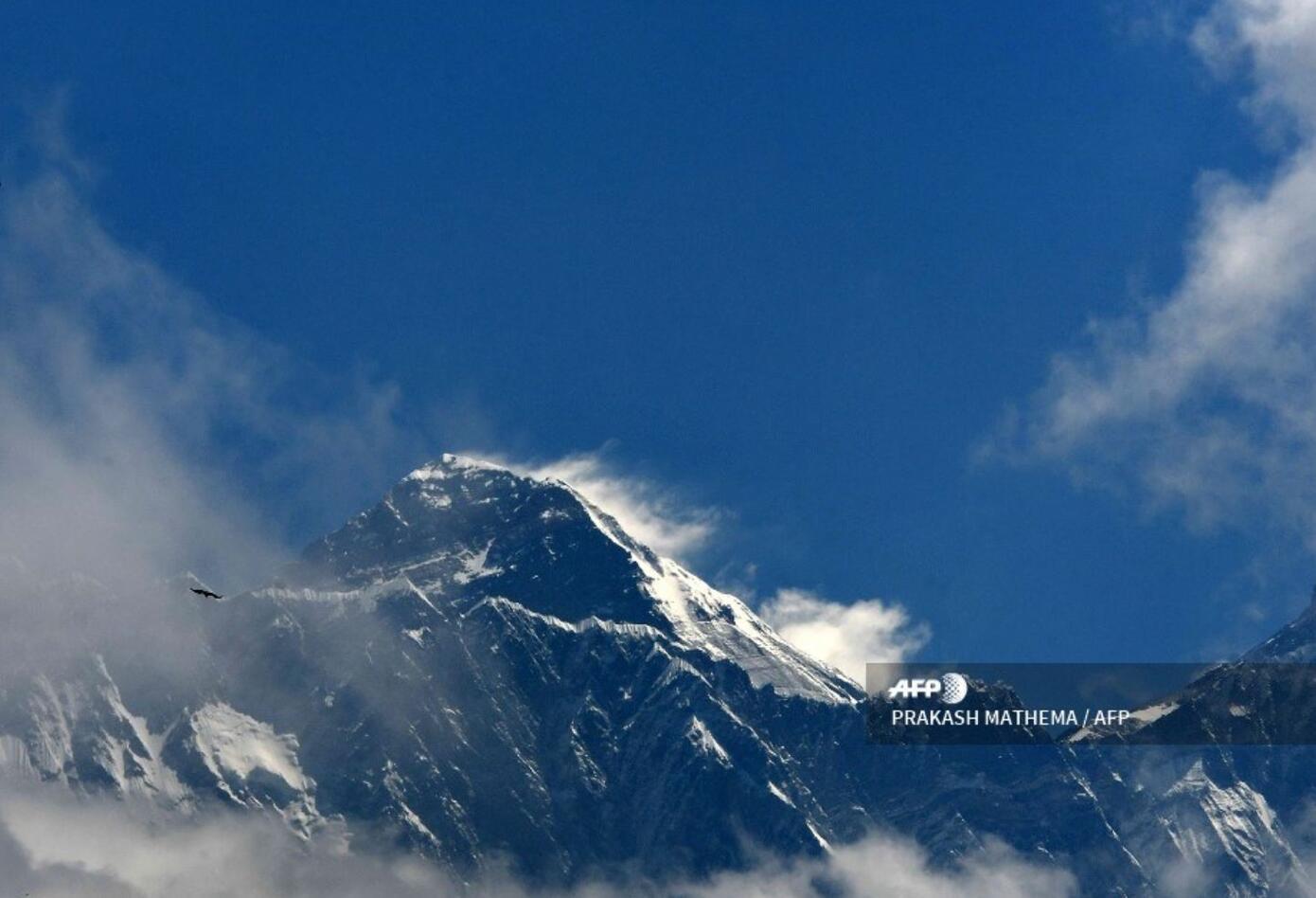 El gobierno nepalí recogió este año hasta 10 millones de toneladas de basura en el Everest,