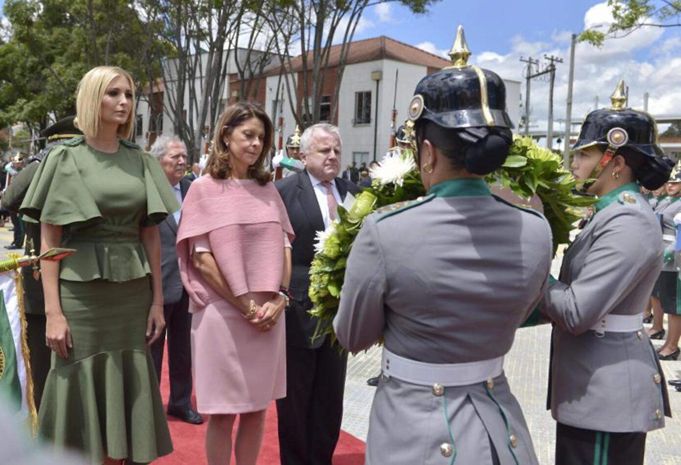 Ivanka Trump y Marta Lucía Ramírez, en homenaje a las víctimas del atentado a la Escuela de Cadetes.