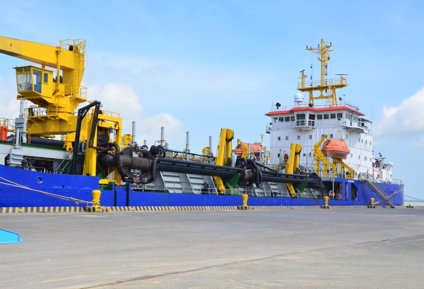 Buque chino en el Puerto de Palermo