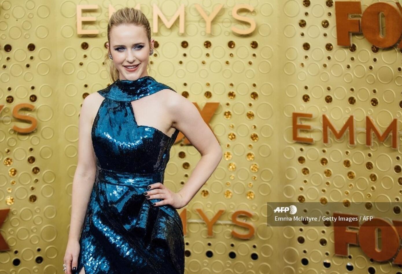 Rachel Brosnahan en los premios Emmy