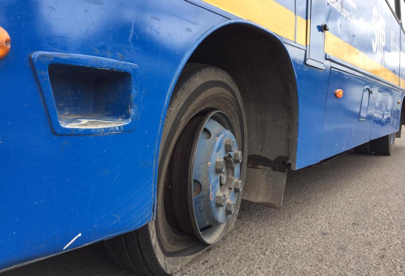 Bus pinchado durante protestas en Bogotá