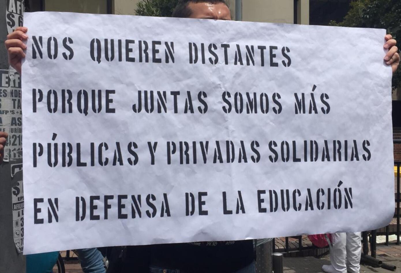 Manifestaciones durante marcha de estudiantes en Bogotá