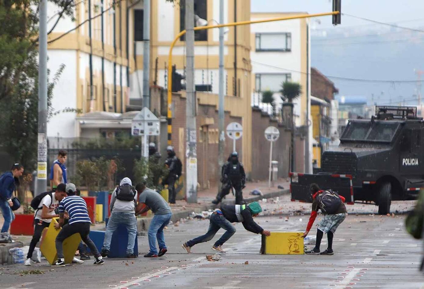 Habitantes de calle se unieron para enfrentarse a la Policía.