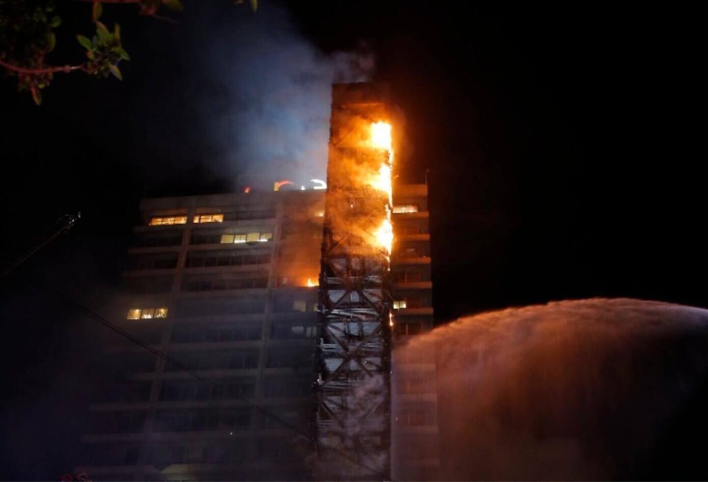 Incendio en edificio Enel, en Santiago