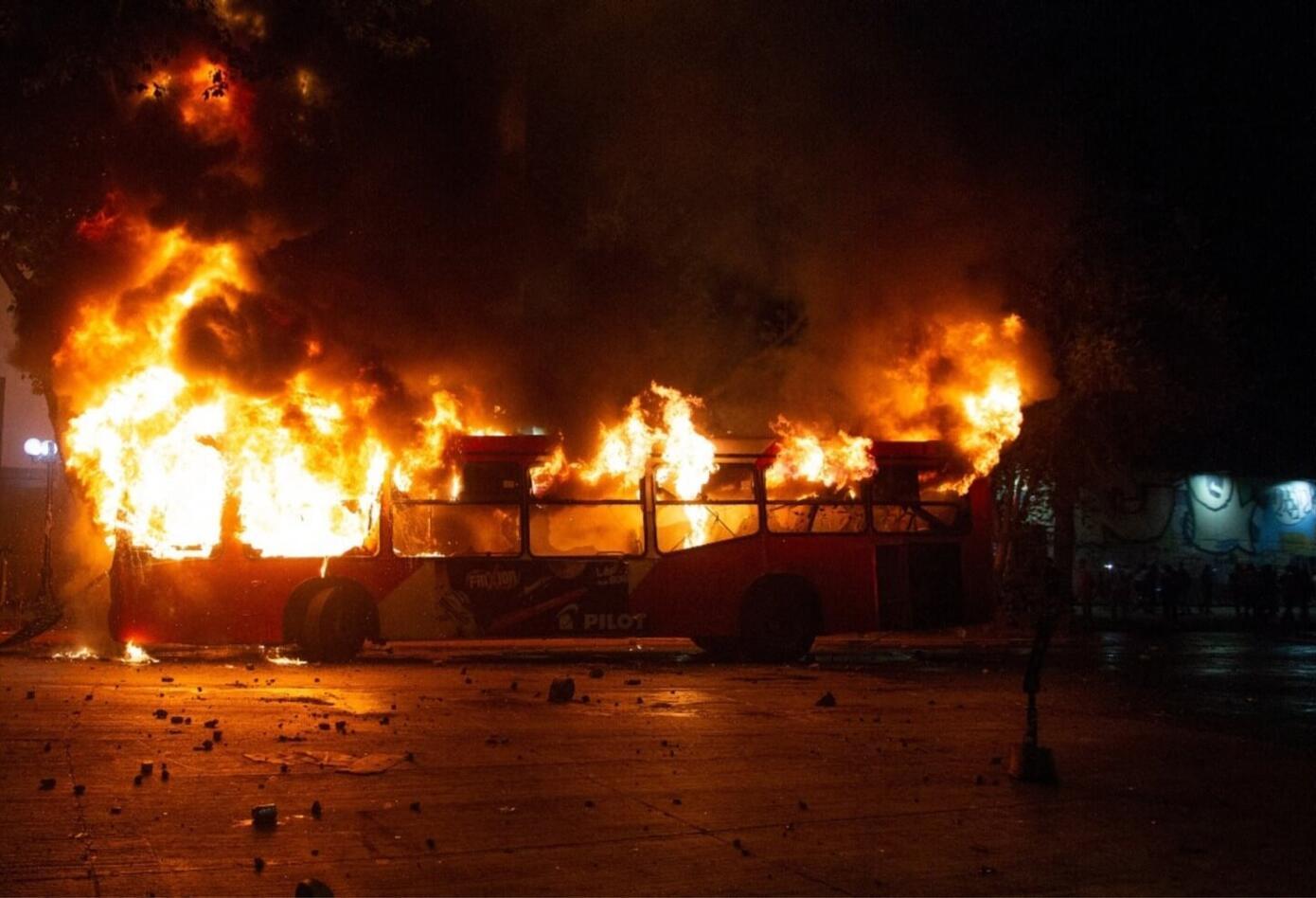Buses quemados en Santiago de Chile