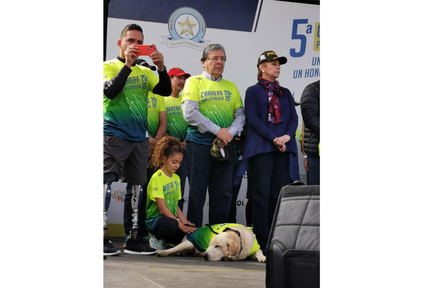 Carlos Holmes Trujillo en la Carrera 10 K de la Policía