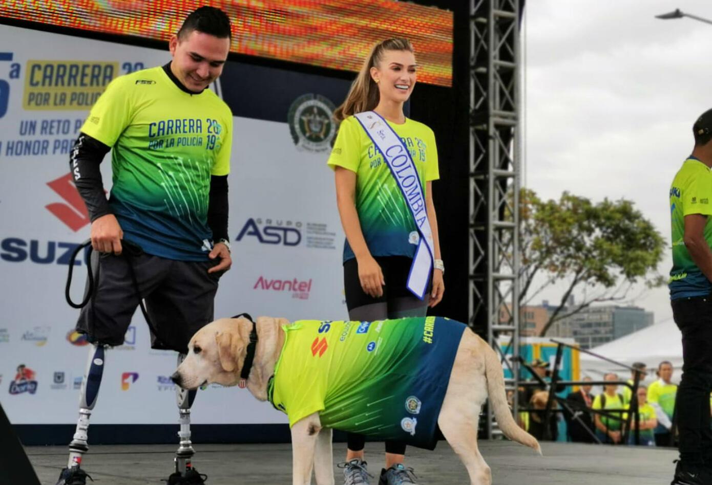 Señorita Colombia en la Carrera 10 K de la Policía