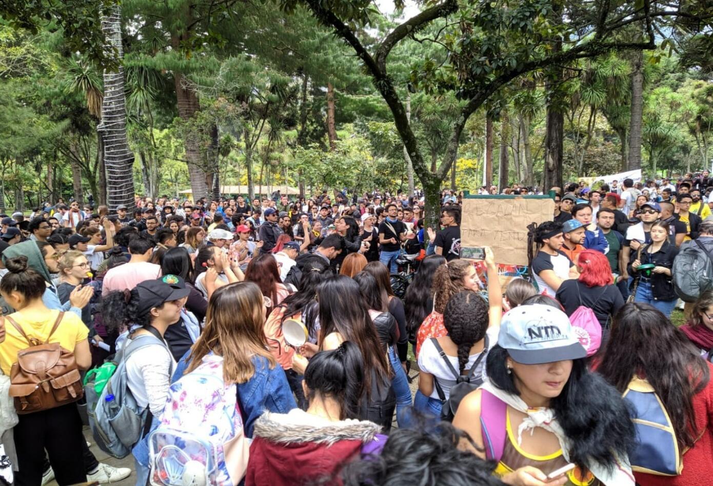 Manifestantes van rumbo a la Plaza de Bolívar