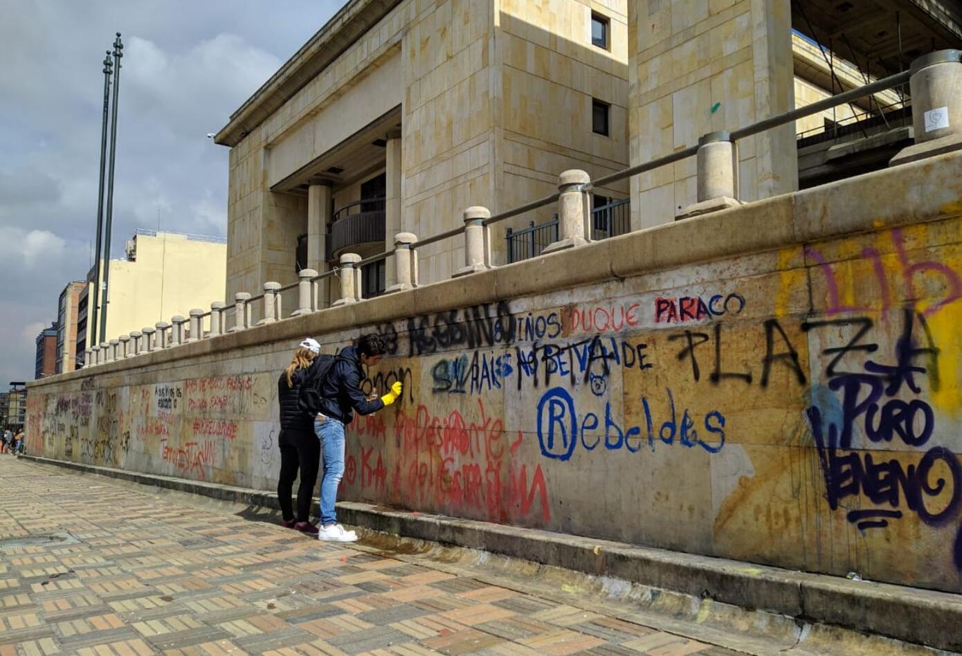 Los incidentes entre manifestantes y antidisturbios se produjeron en la Plaza de Bolívar.