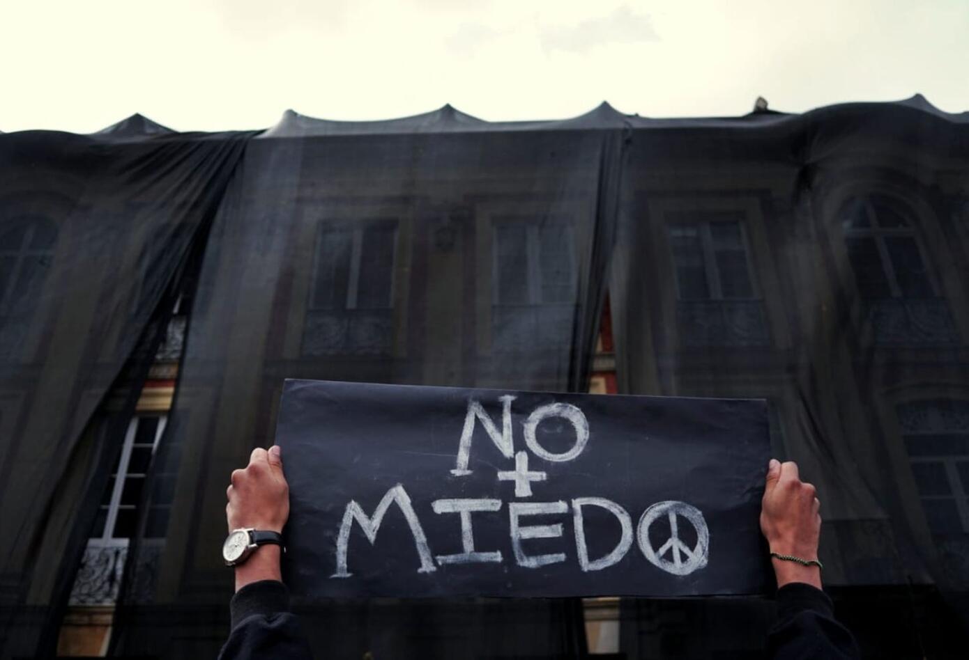 Muchos jóvenes han llegado con sus carteles a la Plaza de Bolívar.