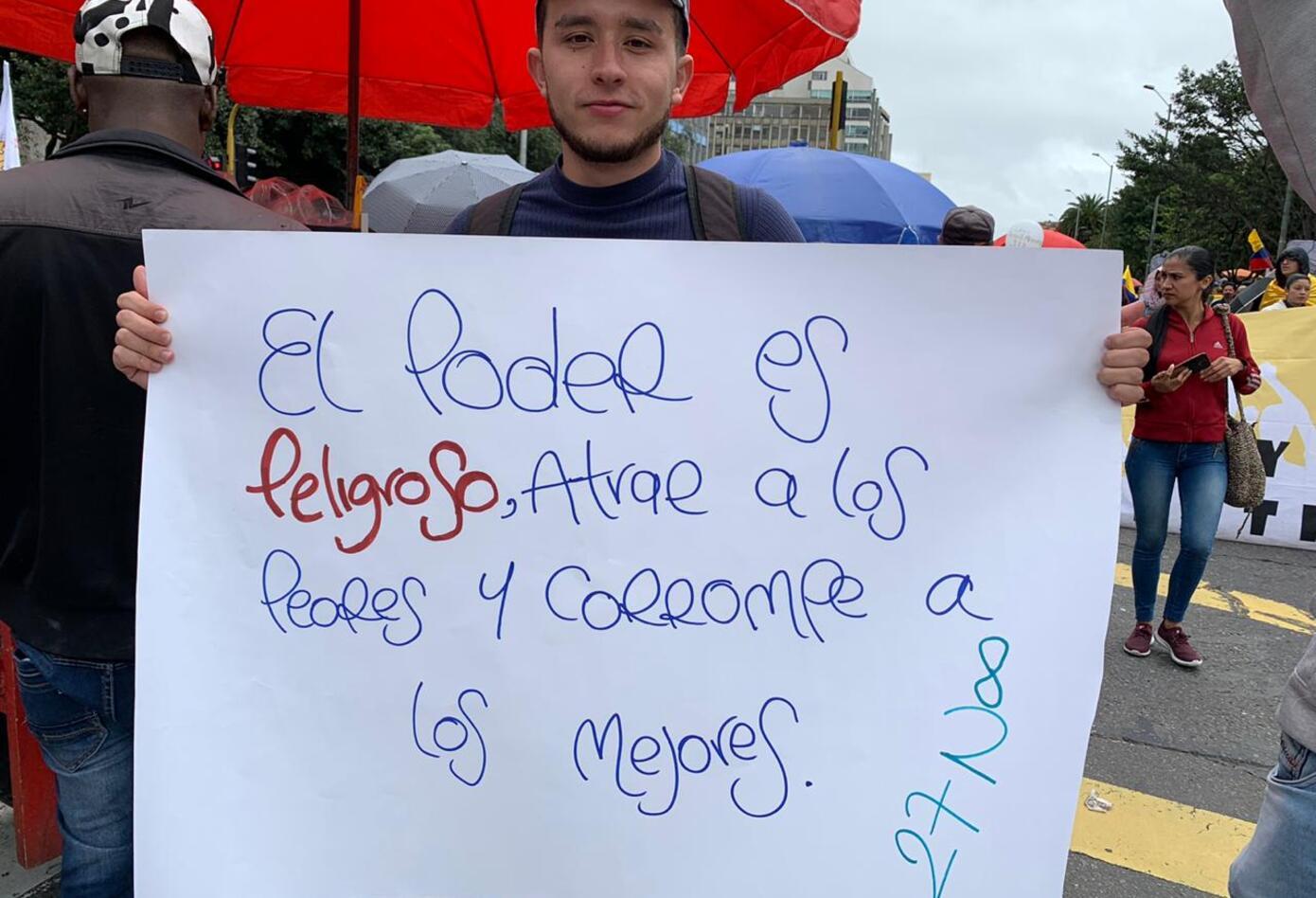 Pancartas en medio del paro nacional, en Bogotá