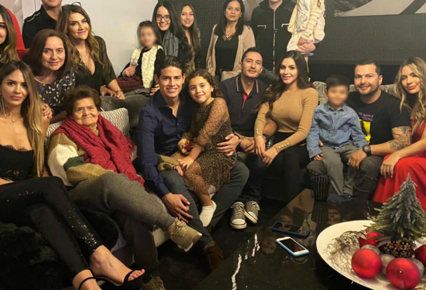 James Rodríguez y Shannon de Lima en Navidad