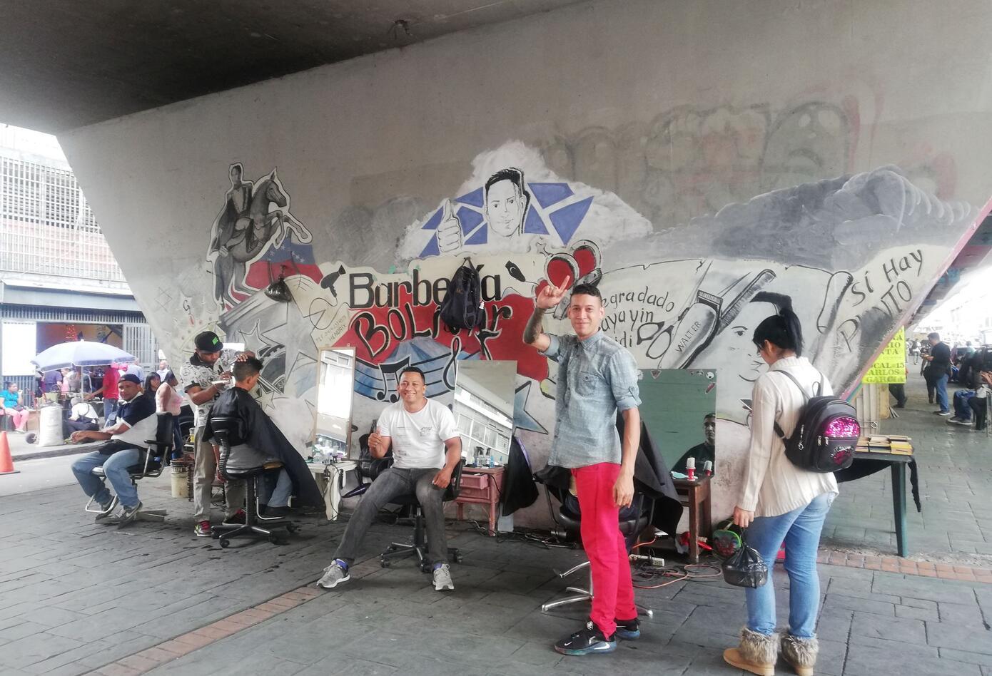 La Barbería Bolívar también funciona en pleno centro de Caracas