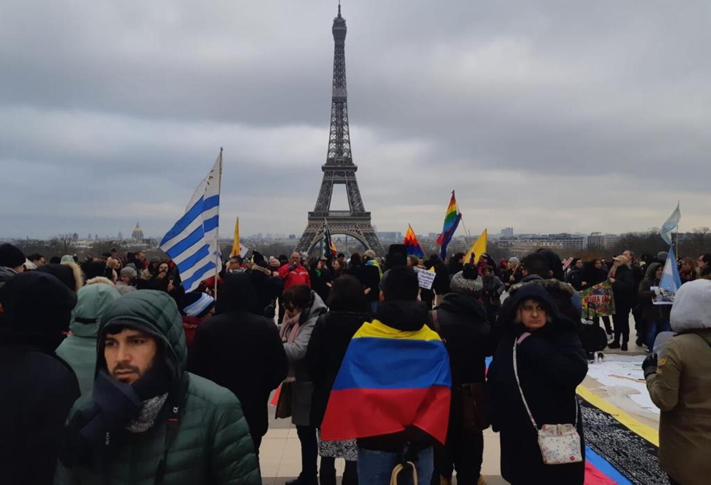 Cacerolazo en París.