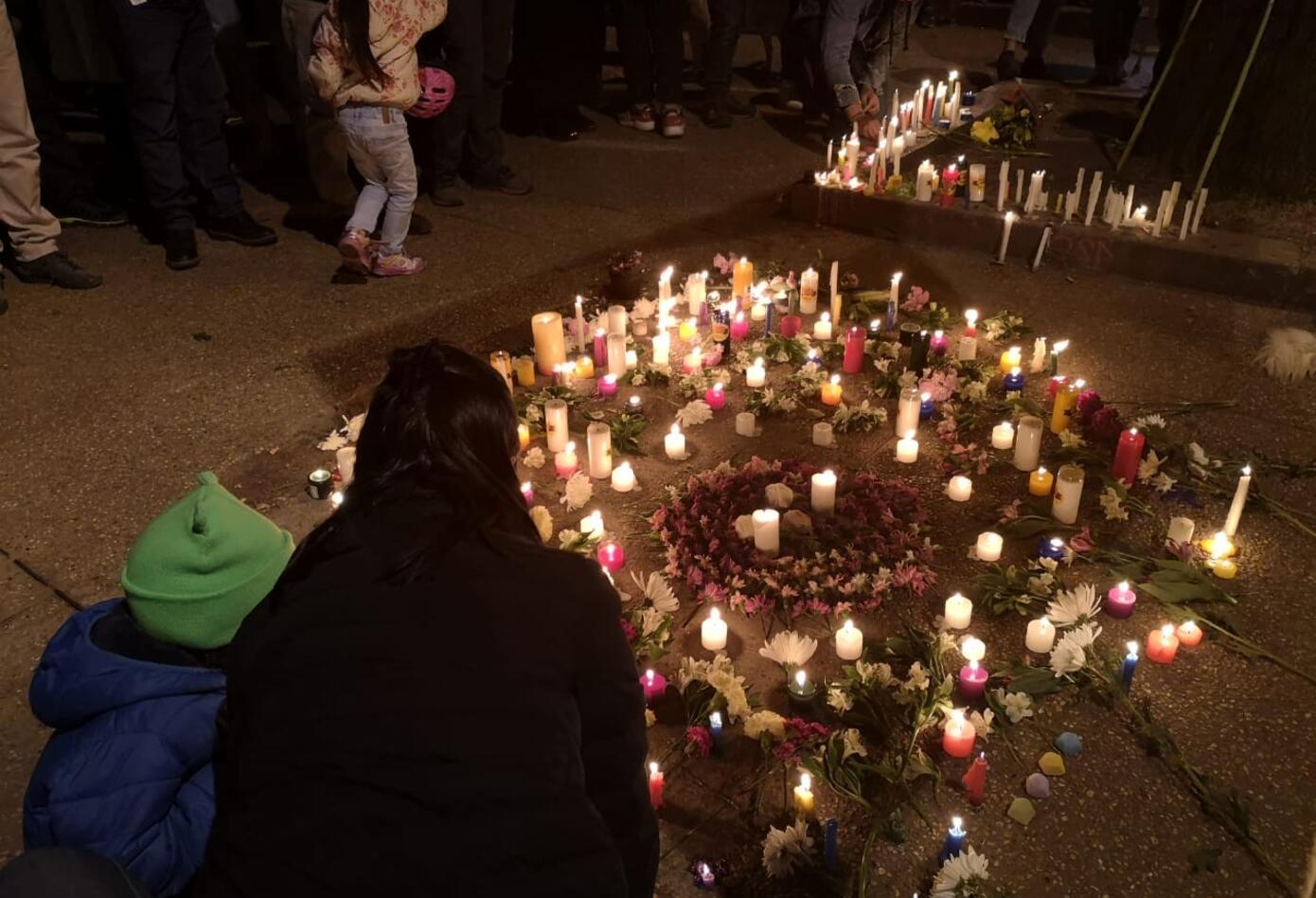 Madres e hijos se sumaron a la velatón en el Parkway en Bogotá