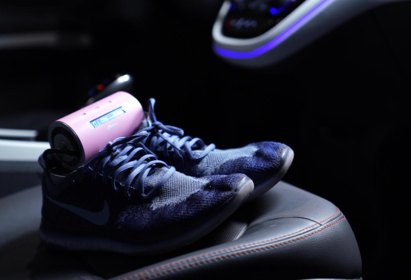 ShoeBlast elimina los malos olores en los zapatos