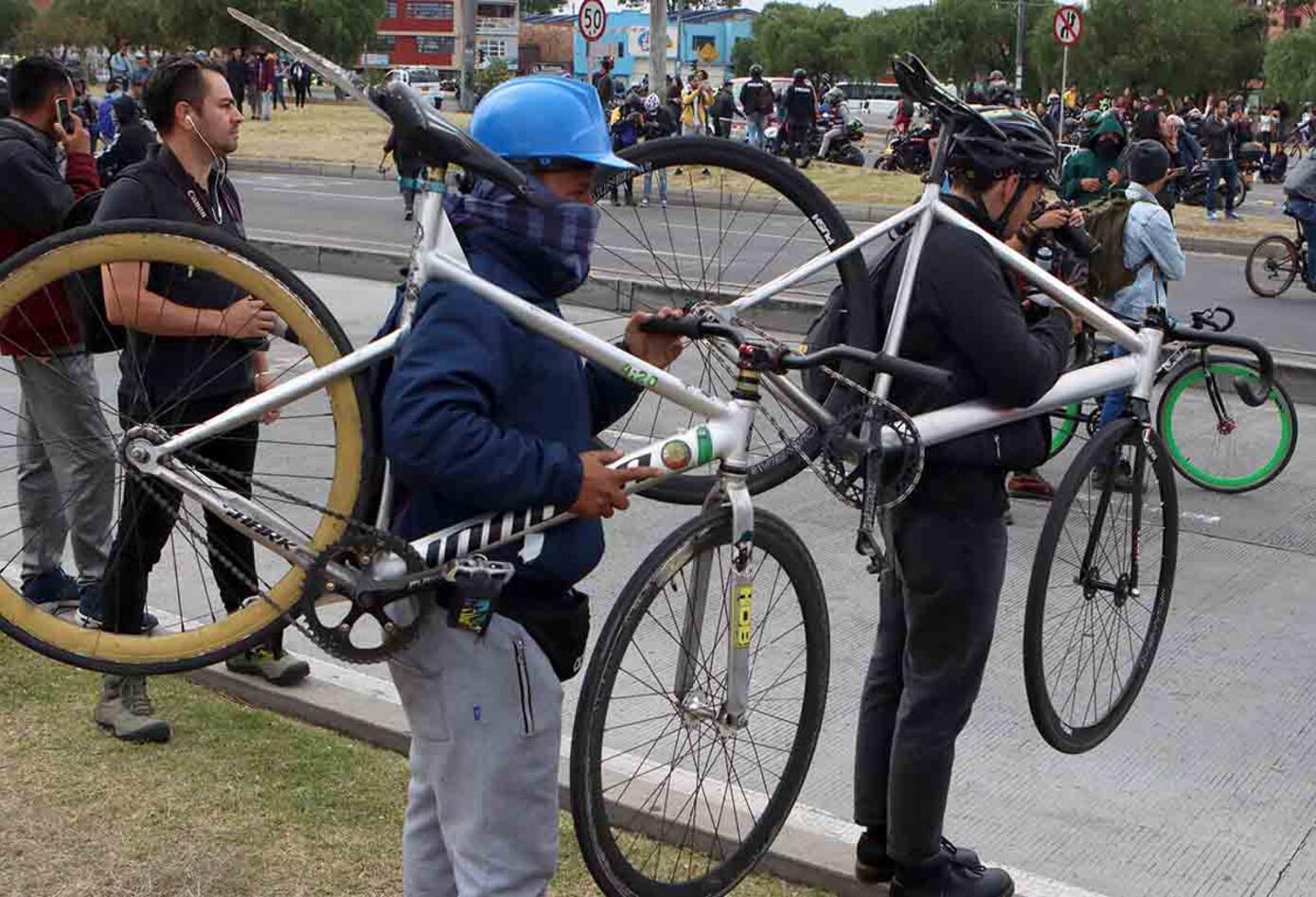 Impactantes imagenes de encapuchados y vandalismo en paro nacional / 21 de enero