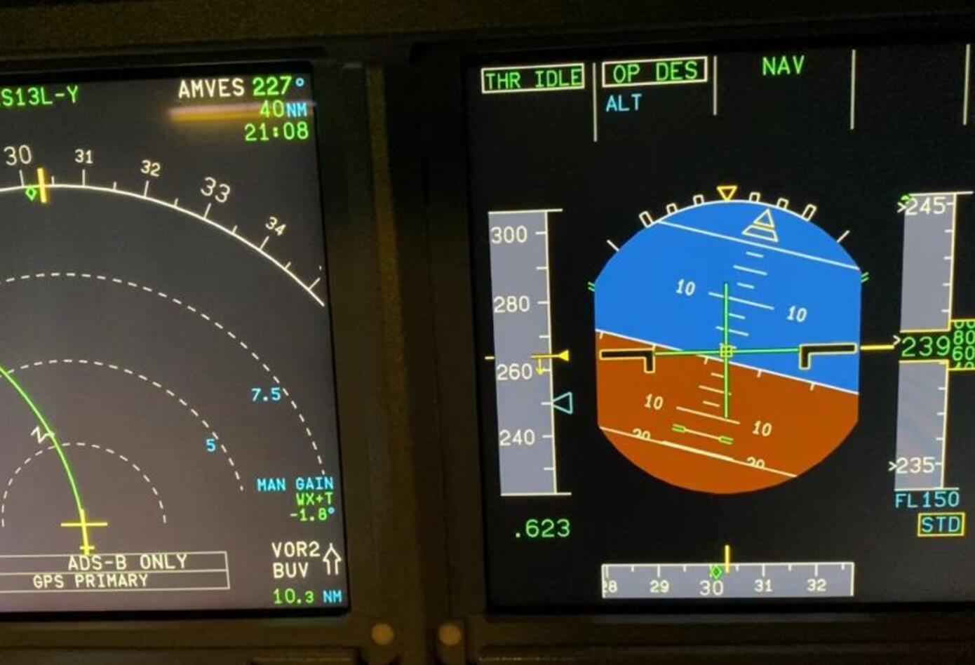 Controles de una cabina de avión