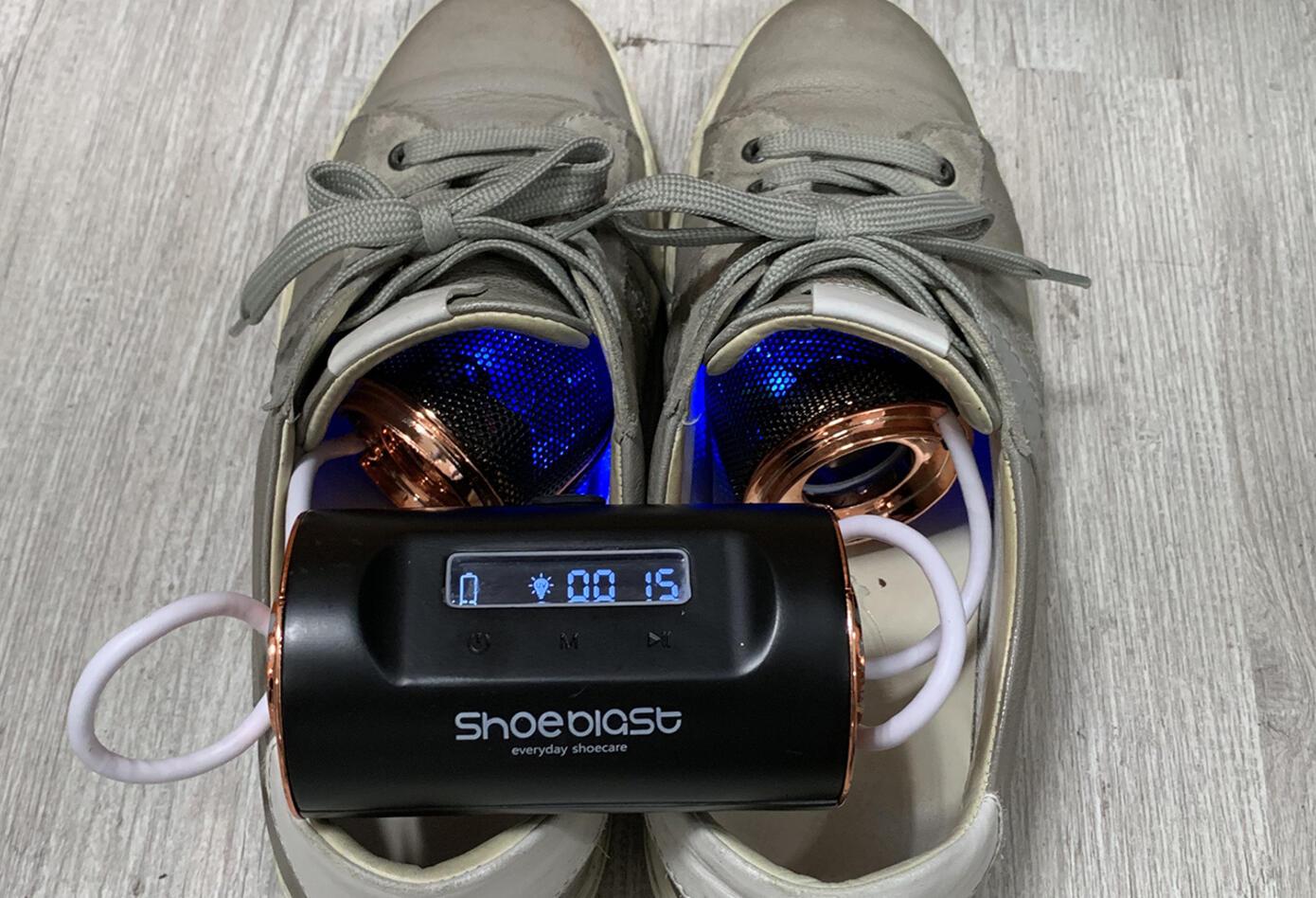 ShoeBlast elimina malos olores en tenis