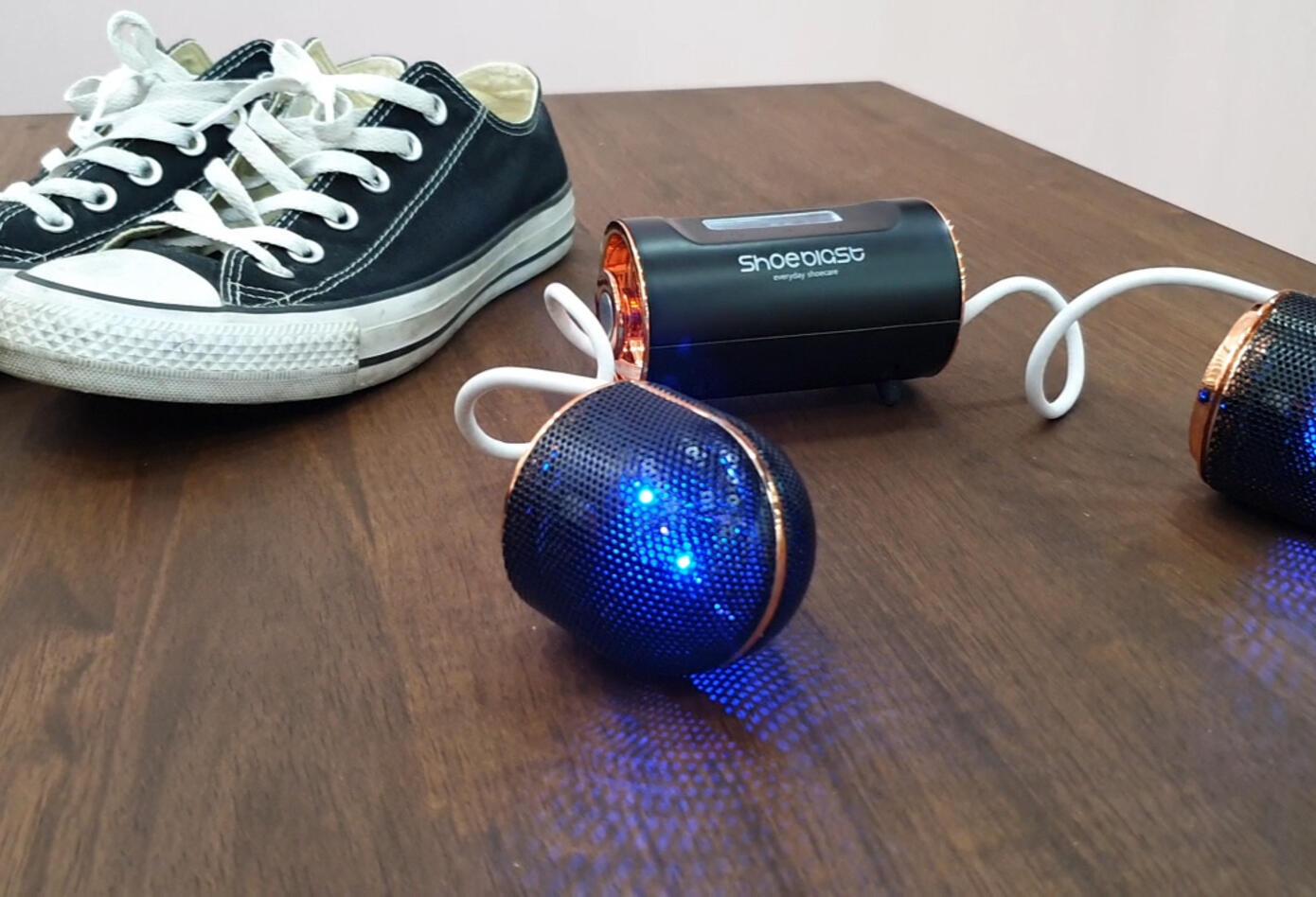 ShoeBlast usa dos cabezales de limpieza en converse