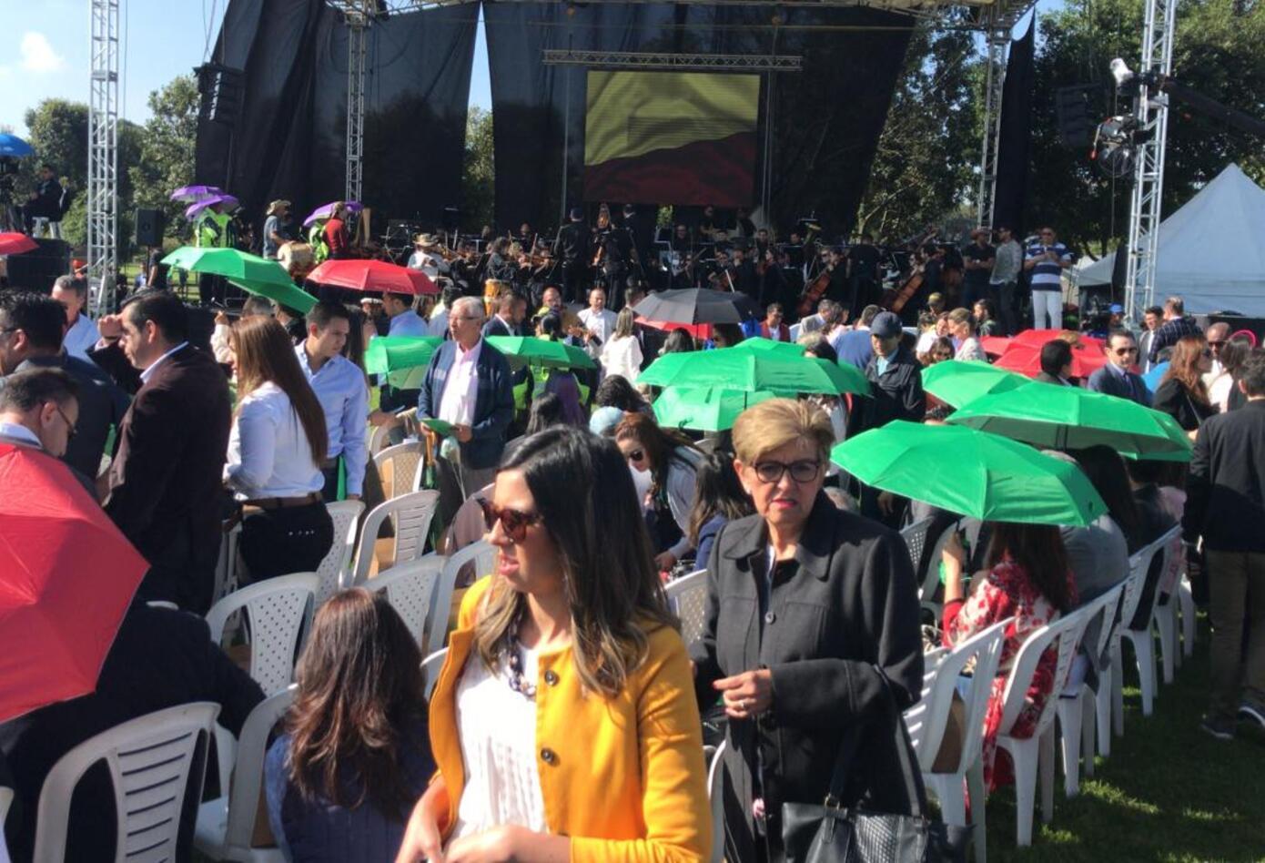 Ciudadanos se reúnen en el Simón Bolívar para al evento de posesión de Claudia López como alcaldesa de Bogotá