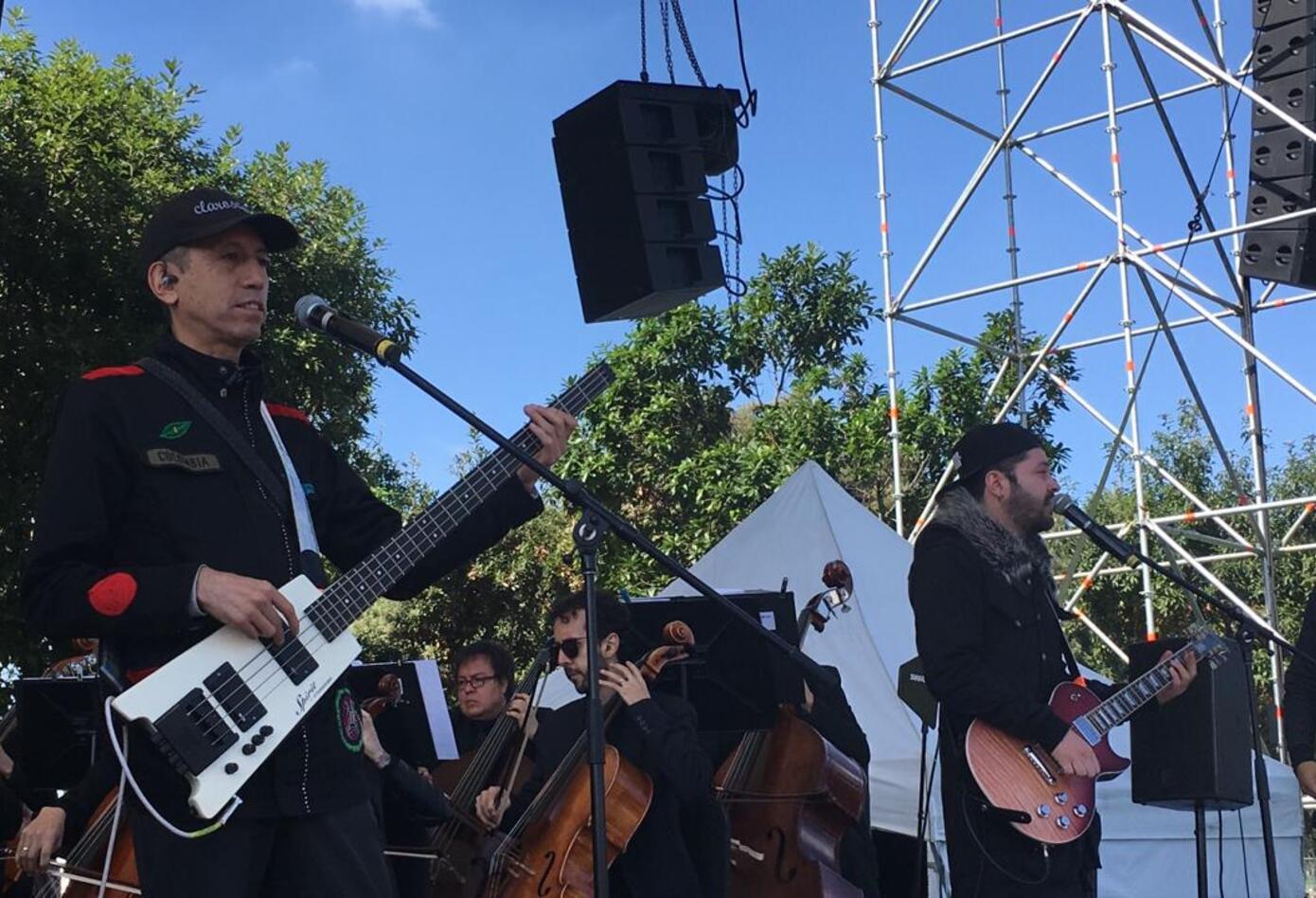 Aterciopelados tocan en el evento de posesión de Claudia López