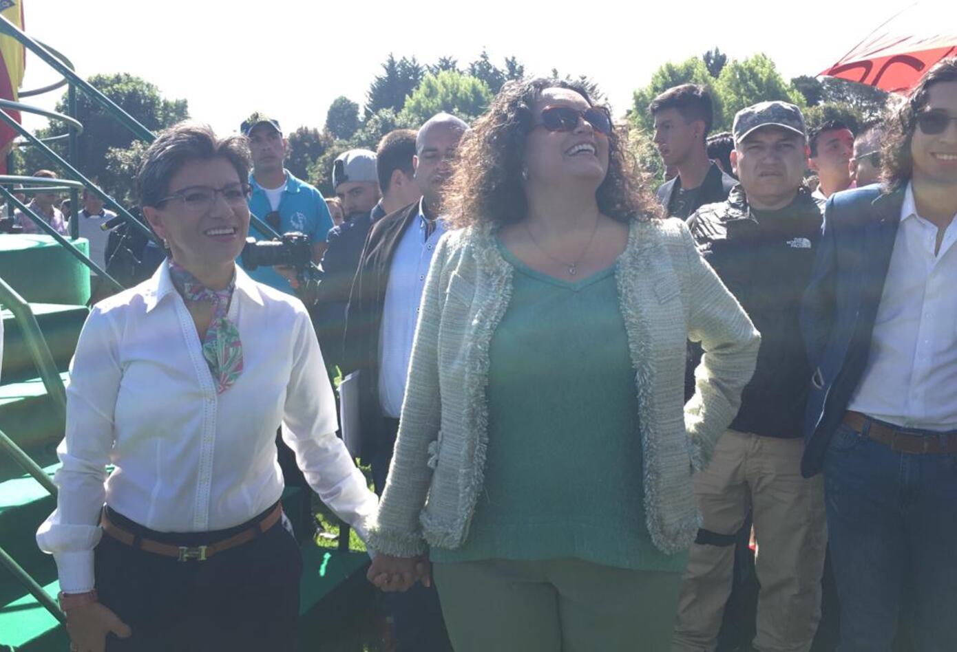 Claudia López y Angélica Lozano en evento de posesión de la alcaldesa de Bogotá