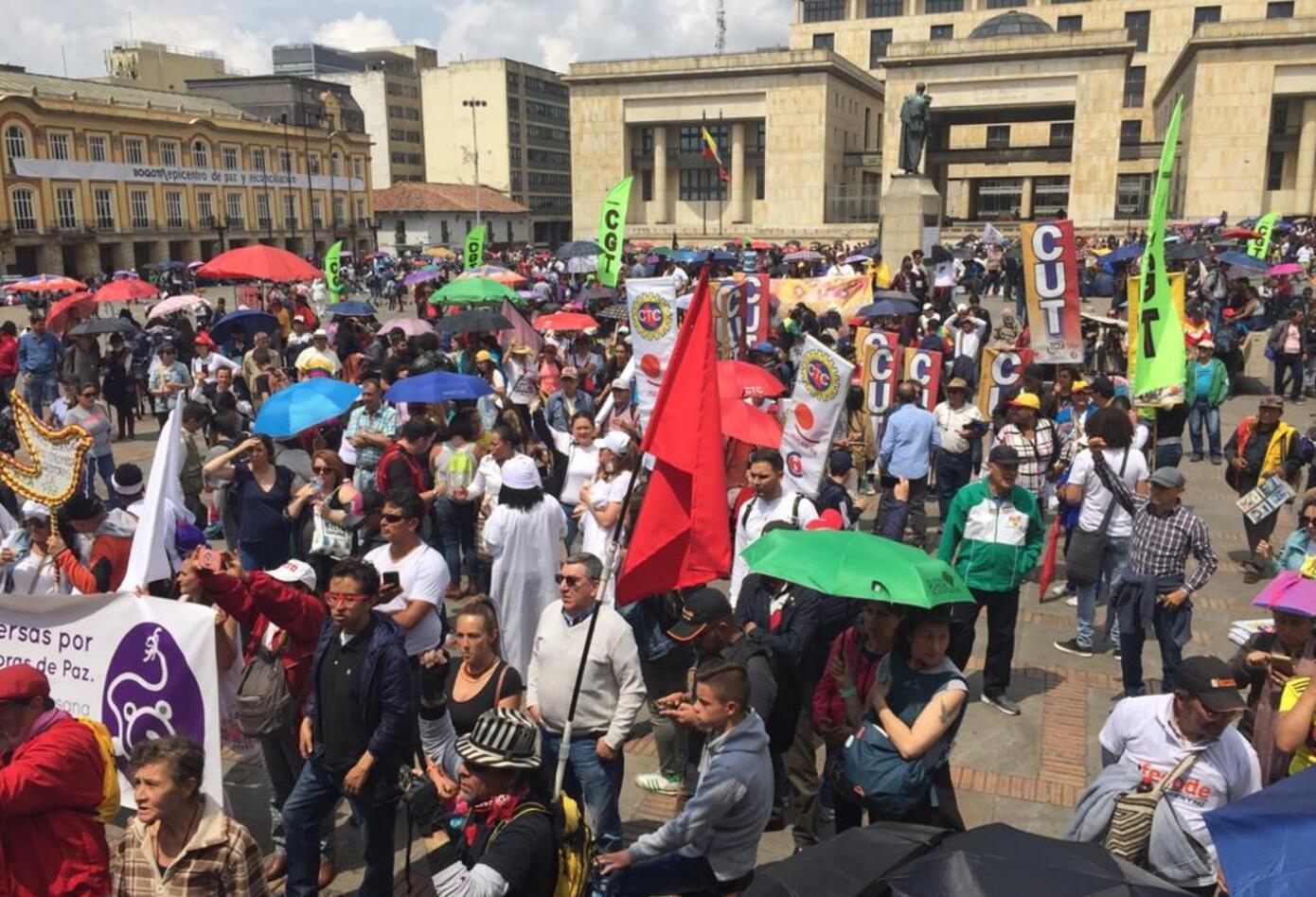 Marcha de maestros en la Plaza de Bolívar