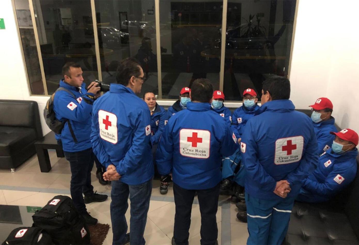 En el avión van un total de 18 tripulantes; 11 integrantes de la Fuerza Aérea Colombiana (FAC) y siete personas que hacen parte del personal médico del Instituto Nacional de Salud y la Cruz Roja Colombiana.