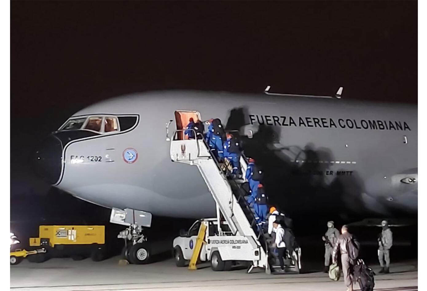 La misión de esta tripulación es ayudar a repatriar a trece ciudadanos colombianos en Wuhan.