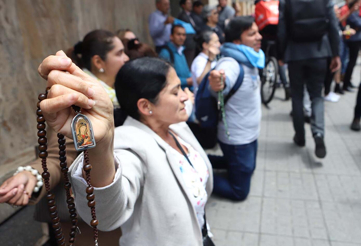 La ley en Colombia autoriza el aborto por tres causales: si la vida de la madre está en riesgo; si el feto tiene una malformación genética o si el embarazo es resultado de una violación.