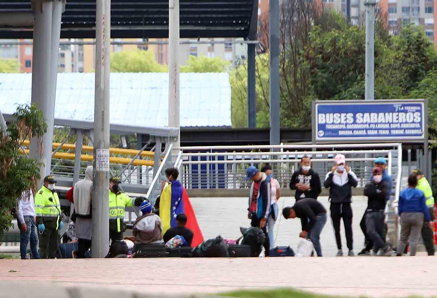 Nos dieron la espalda: venezolanos que caminan de regreso a su país
