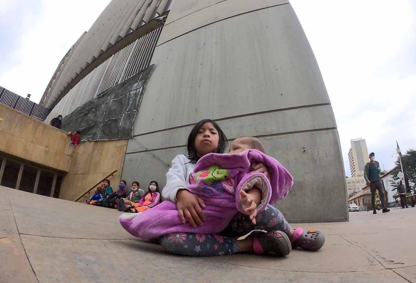 Dentro de los aborígenes que están en las calles hay varios menores de edad.