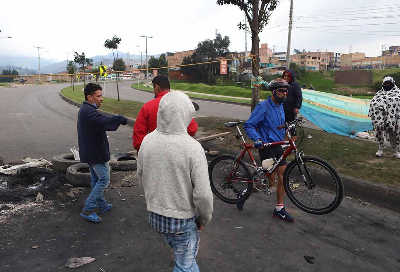 """Ante las recientes protestas en Usme y Ciudad Bolívar, la alcaldesa Claudia López dijo que hay """"politiqueros"""" que se quieren """"saltar la fila""""."""
