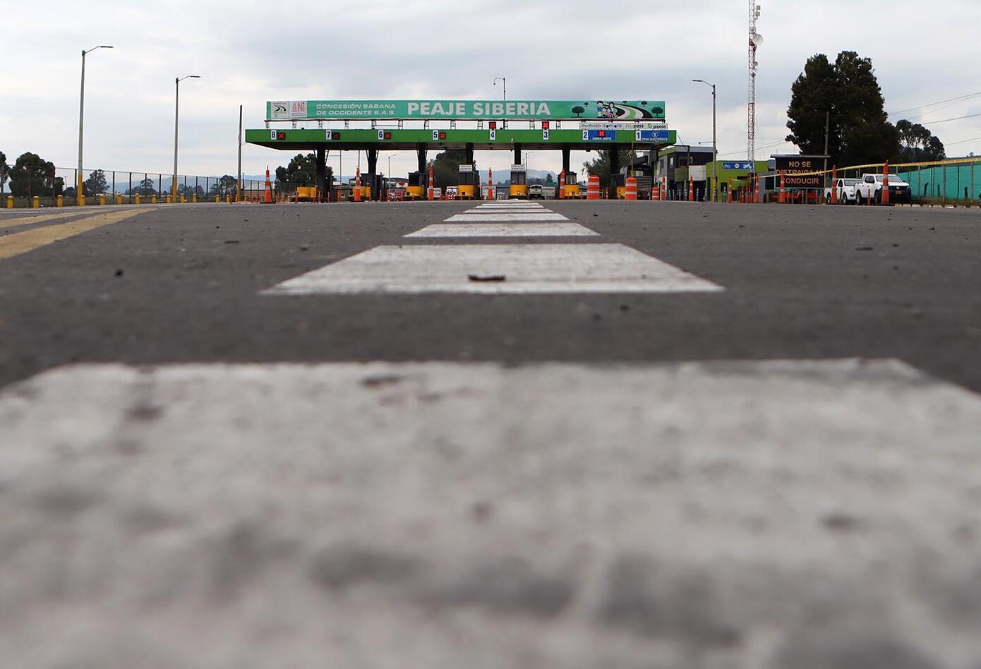 Carretera en peaje de la calle 80 - Bogotá