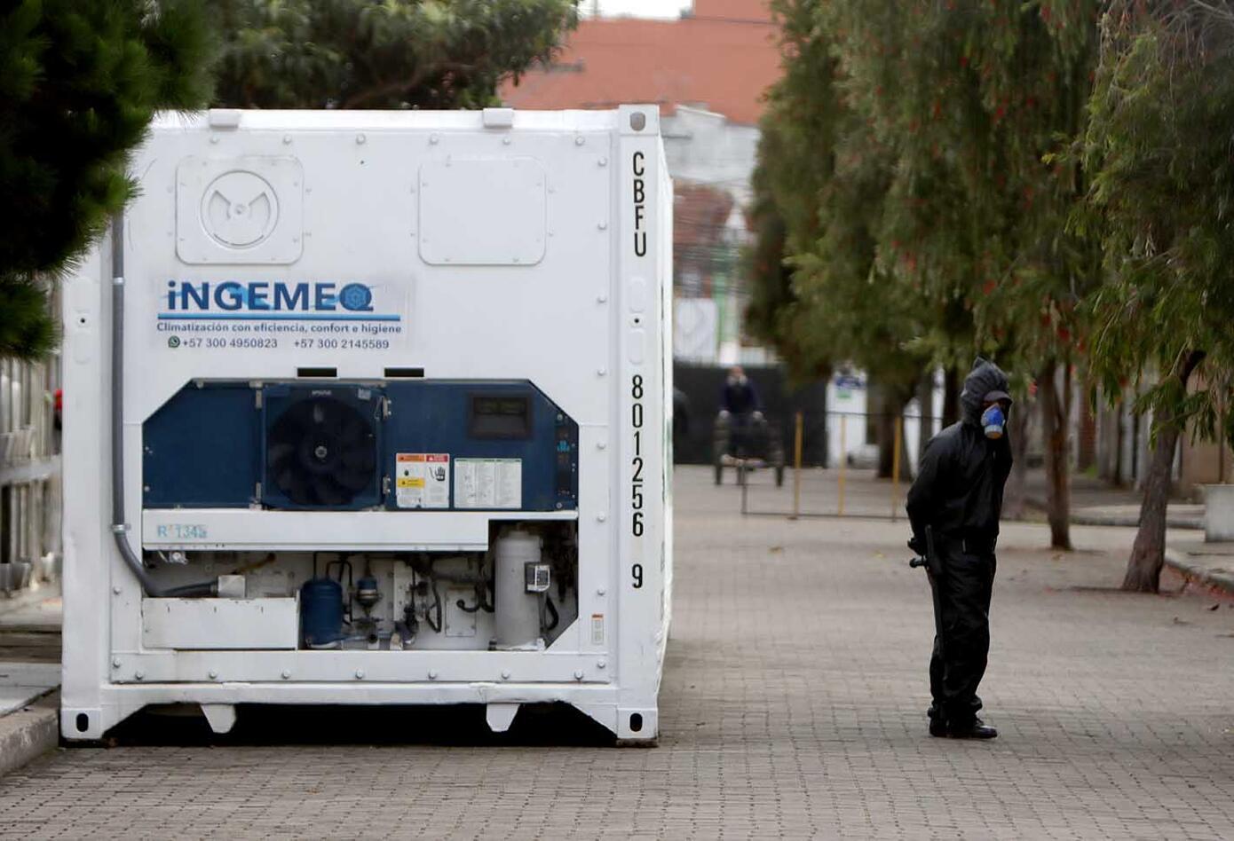 Contenedores para cadáveres en Bogotá / Cementerios de Bogotá en crisis por pandemia