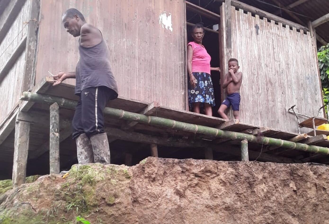 Varias familias esperan ayuda