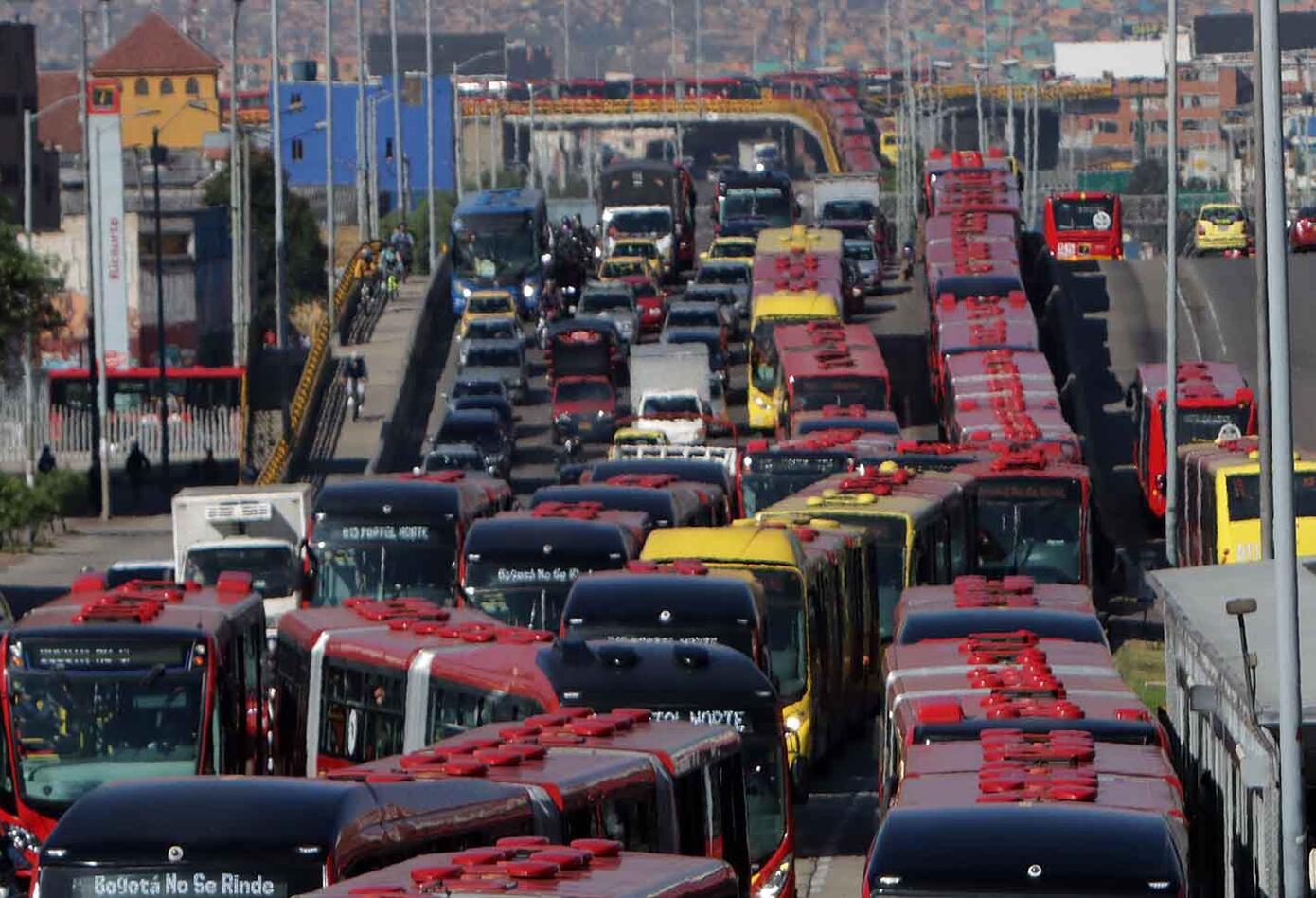 Caos en Bogotá por manifestaciones en la NQS