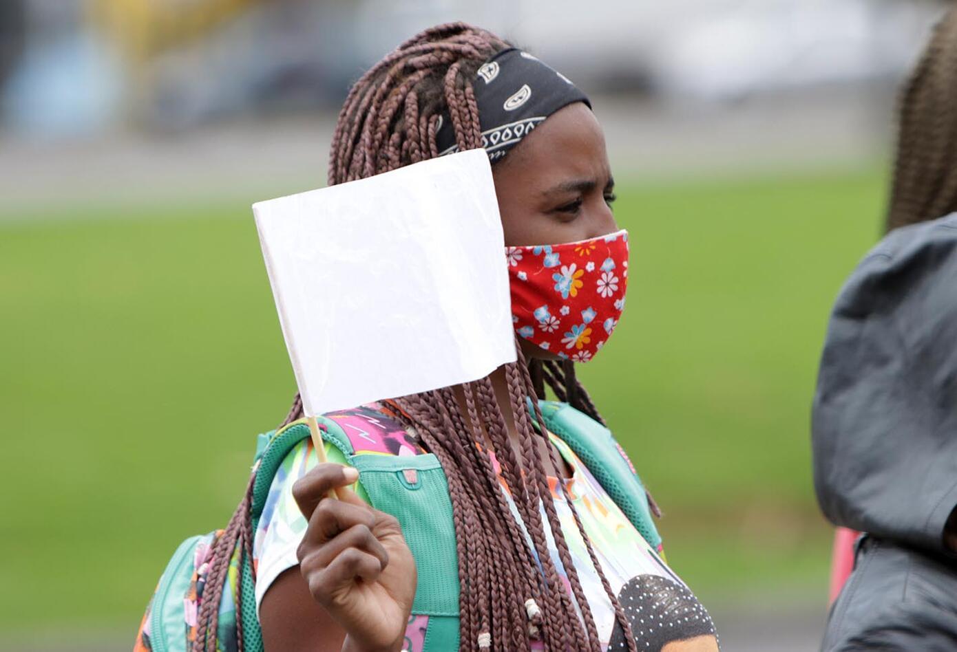 Protestas en la Fiscalía por masacres en Colombia.