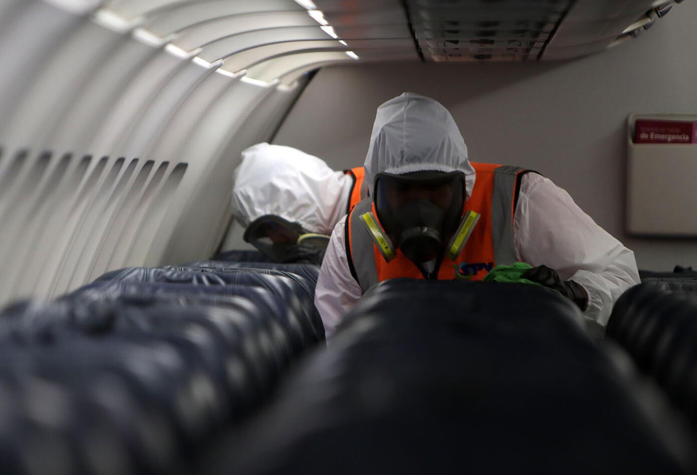 Desinfección de avión de Latam