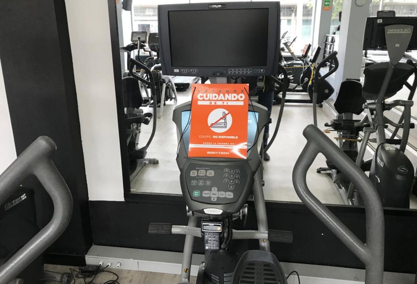 Algunas máquinas deben ser inhabilitadas para garantizar la distancia social.
