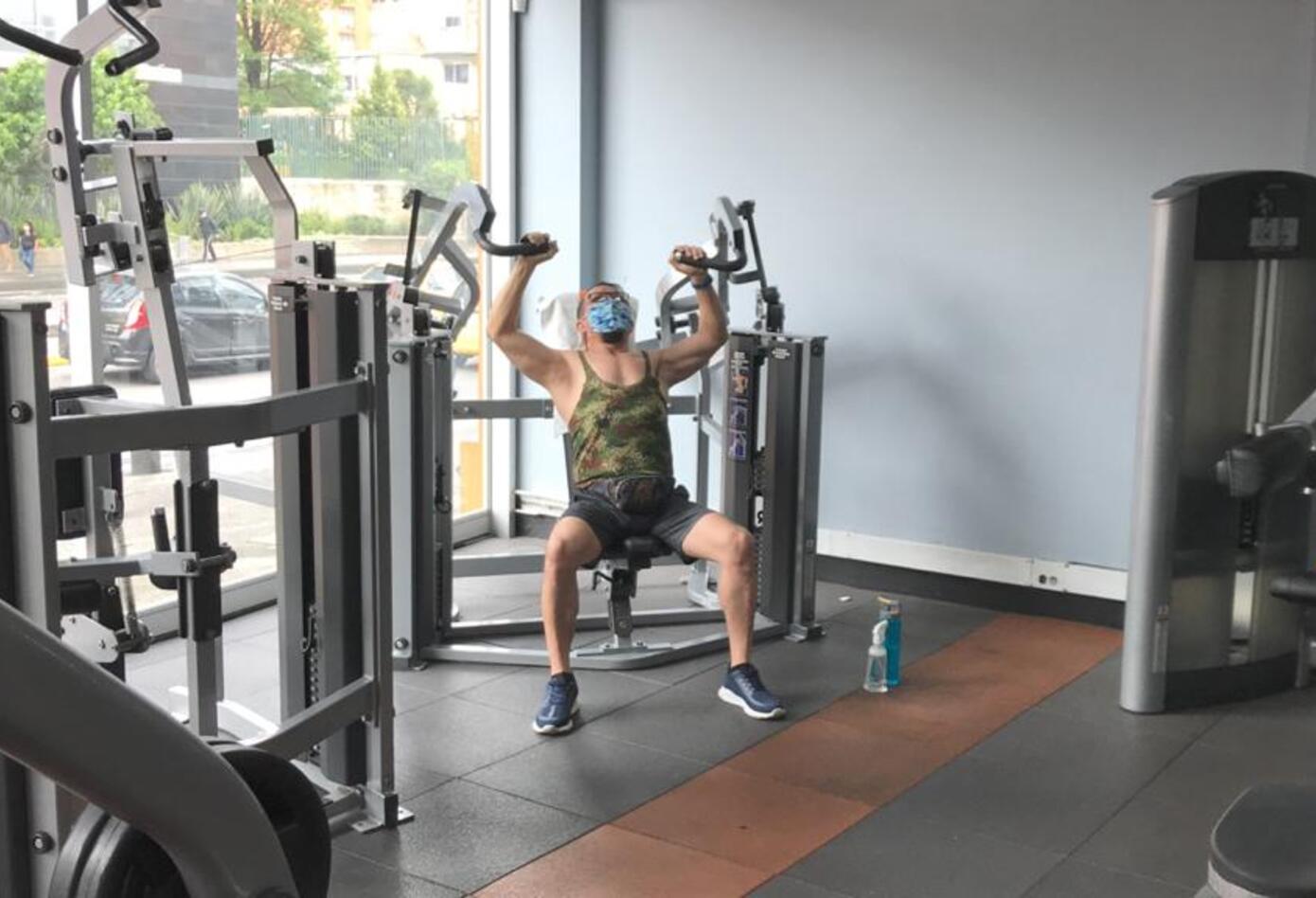El uso de tapabocas en gimnasios es permanente y obligatorio.