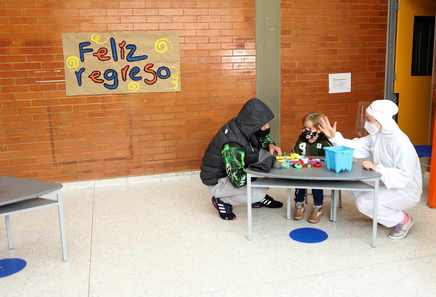 Jardines infantiles vuelven en pandemia / Niños en medio de covid-19