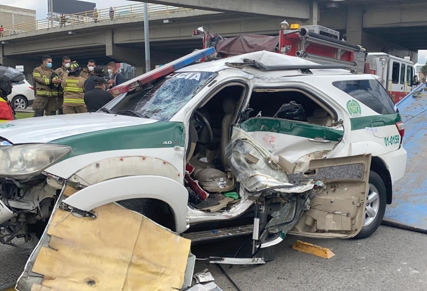 Accidente de carro de la Policía contra Transmilenio