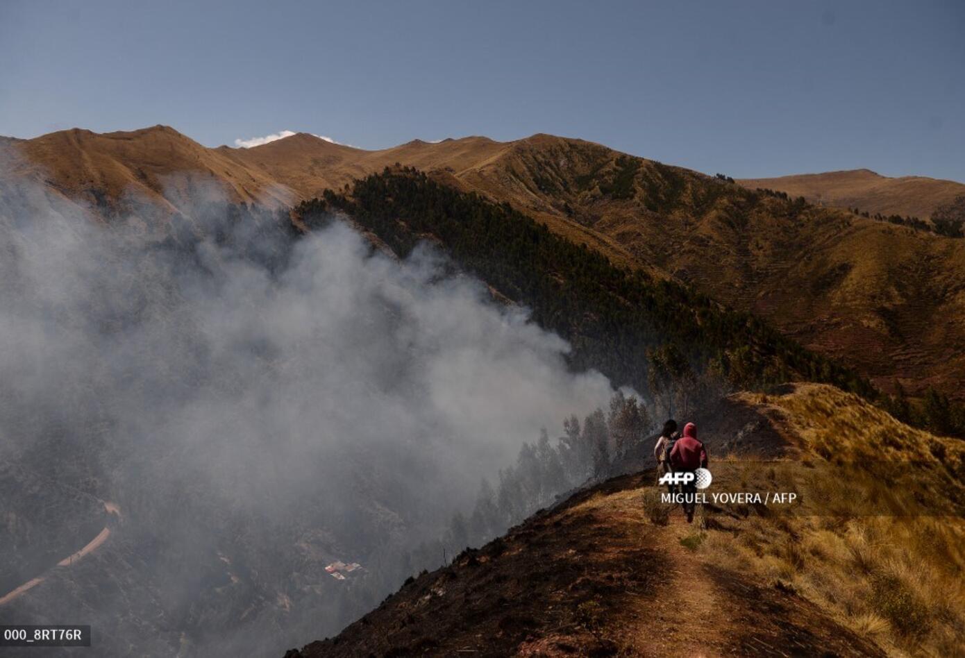 Incendio forestal cerca de parque arqueológico de Cusco (Perú)