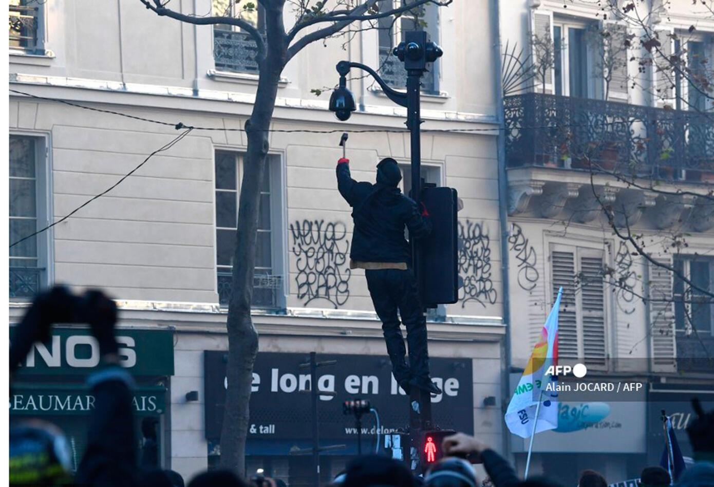 Ley de seguridad, motivo de choques entre manifestantes y policías en Francia
