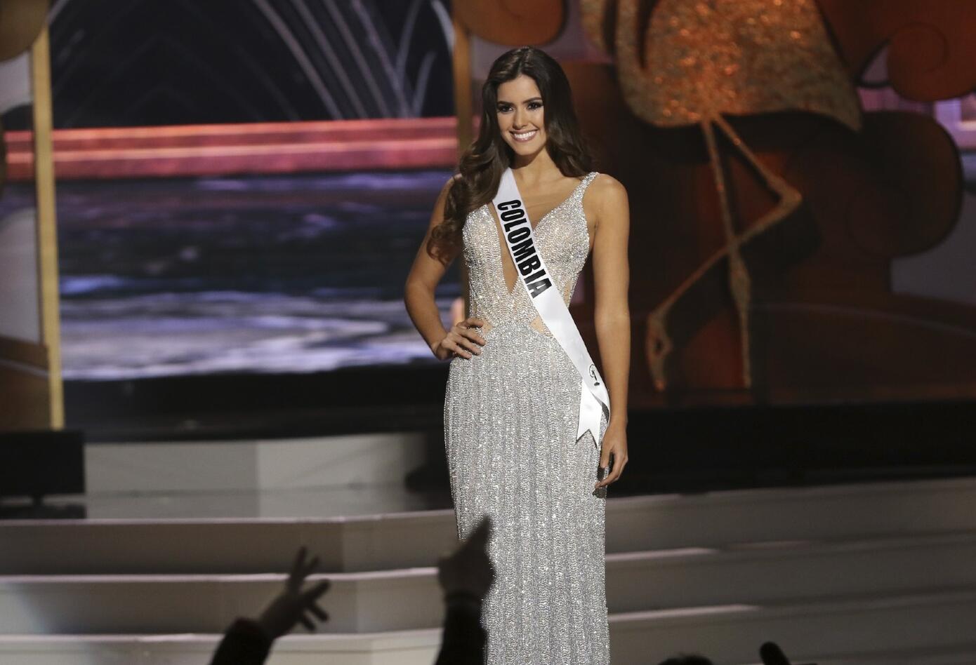 Paulina Vega desfila su traje de gala en Miss Universo en 2015