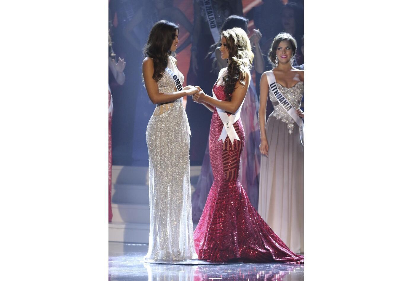 Paulina Vega en Miss Universo en 2015 junto a Miss USA