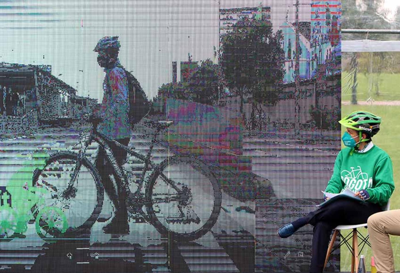 Bicicletas - uso de bicicleta en Bogotá - Claudia López en bicicleta